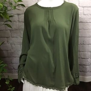 🌻 SALE! 3/$20 Green flowy lace embroidery XXL top